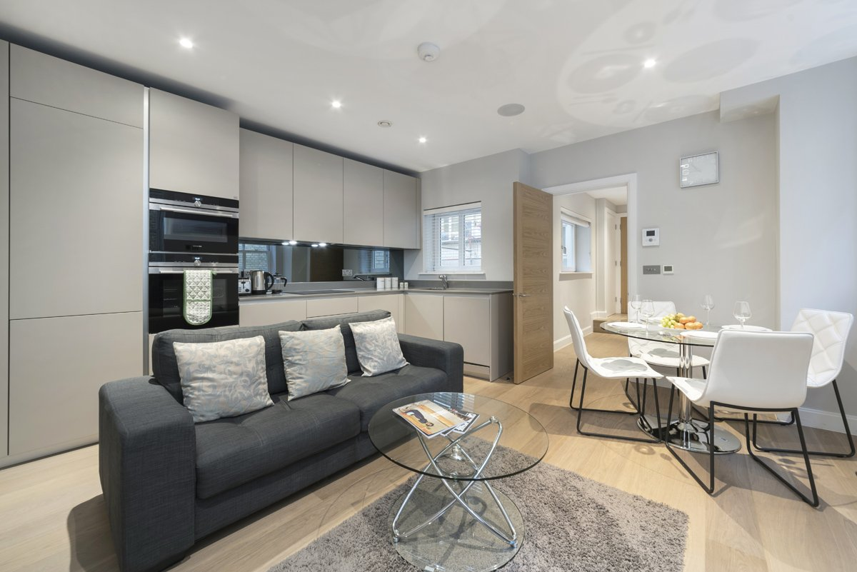 Serviced-Apartments-Chancery-Lane-available-now!-Book-cheap-shortlets-Fleet-Street-Apartments-with-Free-Wi-Fi,-Private-Balcony-&-Fully-Equipped-Kitchen.