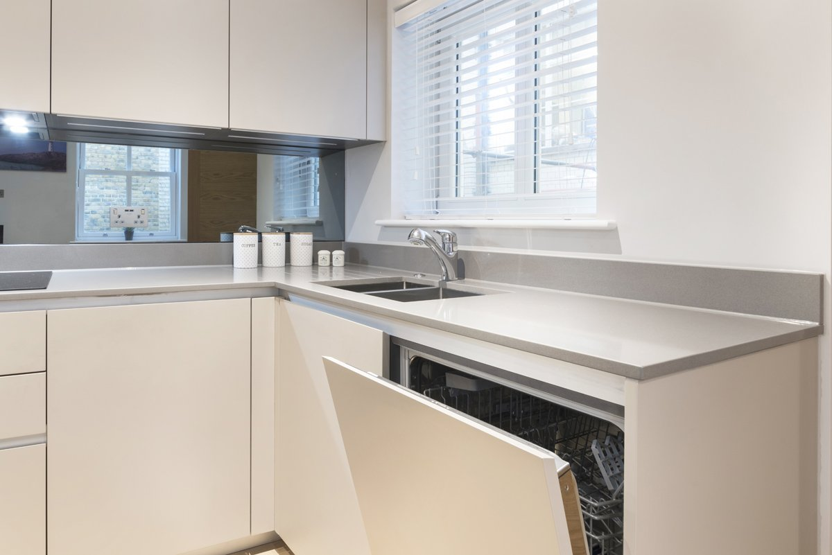 Serviced-Accommodation-Chancery-Lane-available-now!-Book-cheap-short-lets-Fleet-Street-Apartments-with-Free-Wi-Fi,-Private-Balcony-&-a-Fully-Equipped-Kitchen.