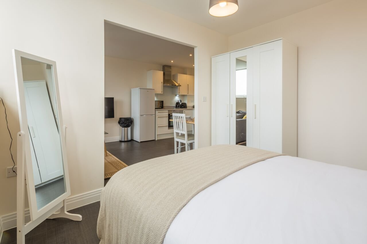 Serviced-Accommodation-Stevenage-|-Stylish-&-cheap-Skyline-House-Apartments-|-Free-Wi-Fi|-Fully-Equipped-Kitchen-|-0208-6913920|-Urban-Stay