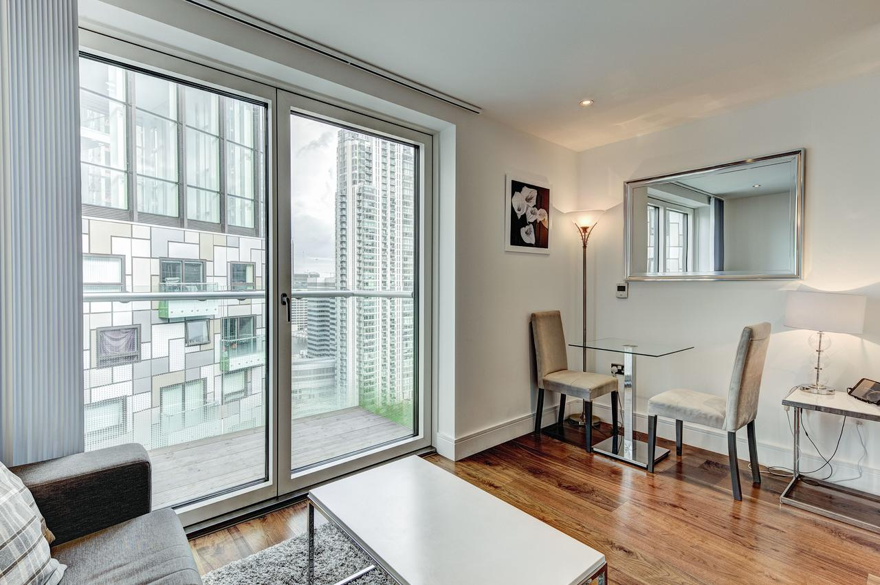 Tower-Hamlets-Accommodation-|-Canary-Wharf-|-Stylish-Short-Let-Apartments-|-Free-Wifi-|-Fully-Equipped-Kitchen-|-Private-Balcony-|0208-6913920|-Urban-Stay