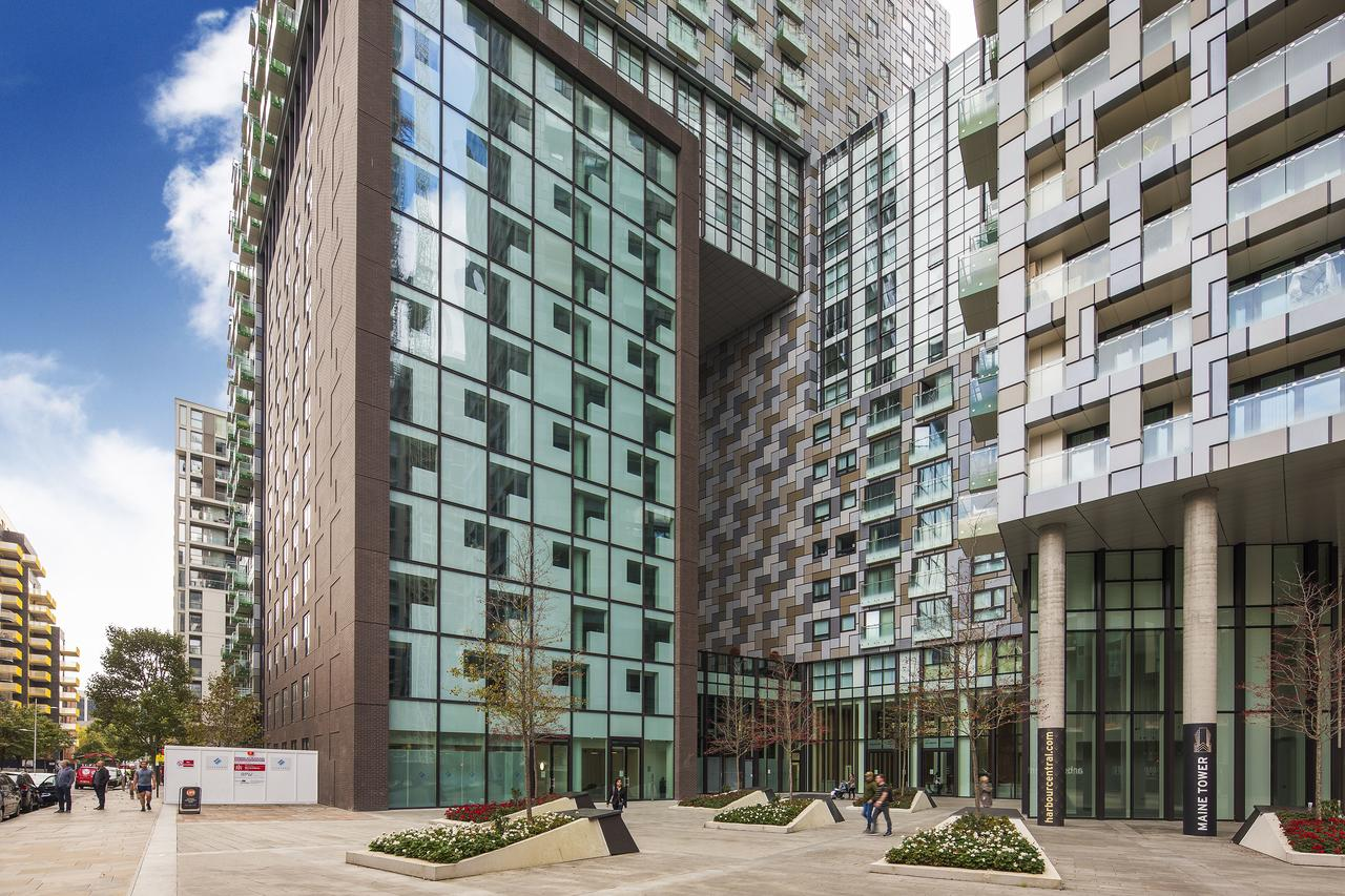 Tower-Hamlets-Accommodation- -Canary-Wharf- -Stylish-Short-Let-Apartments- -Free-Wifi- -Fully-Equipped-Kitchen- -Private-Balcony- 0208-6913920 -Urban-Stay