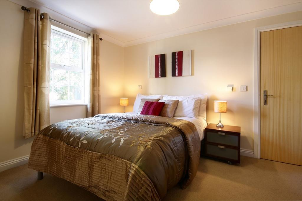 Luxury-Berkshire-Serviced-Aparthotels-located-in-Newbury--Book-Cheap-College-Mews-Accommodation-|-Free-Wifi,-Weekly-Housekeeping-and-Parking!-Available-Now!