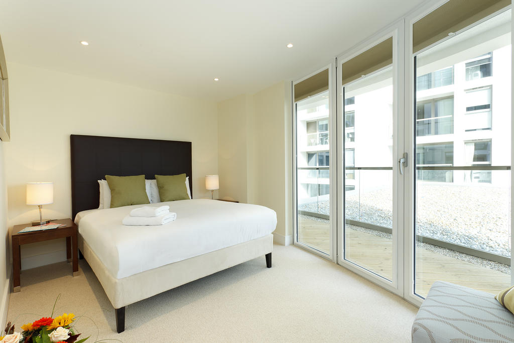 Canary-Wharf-Executive-Aparthotel---Trinity-Tower-|-Corporate-Apartments-|-Floor-to-Ceiling-Windows-|-Fully-Equipped-Kitchen-|0208-6913920|-Urban-Stay