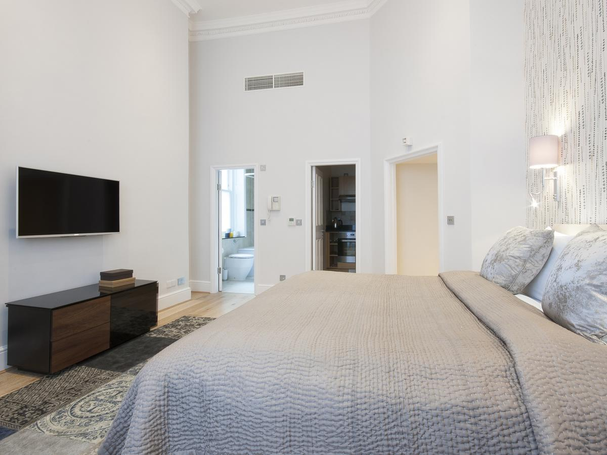Mayfair-Serviced-Accommodation-available-to-book-now!-Stunning-Georgian-Style-Interior,-Free-Wifi-&-Flat-Screen-TV!-Book-now-at:-0208-691-3920