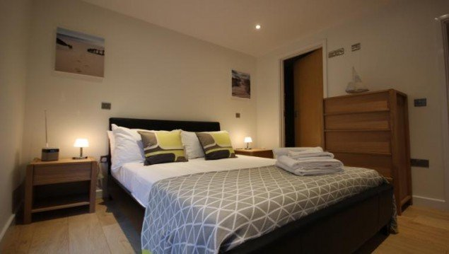 Holiday-Apartments-Reading,-Berkshire,-UK!-Free-Wifi,-On-site-Parking-and-Weekly-Housekeeping!-BOOK-NOW-on-+44-208-691-3920-for-the-Best-Discounted-Rates!