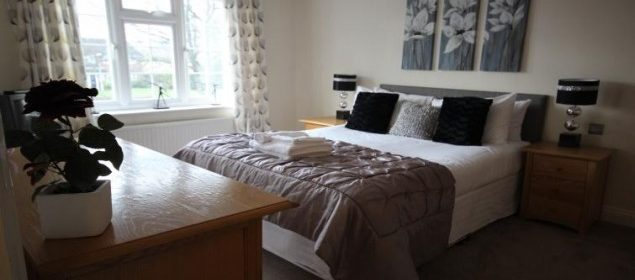 Berkshire Serviced Accommodation - The Poppies House | Book NOW for Spacious and Comfortable Short-Let Apartments | Fully Equipped Kitchen | Private Garden