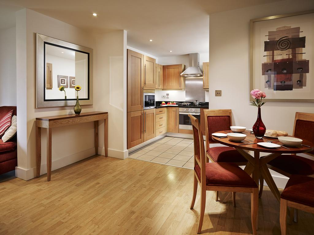 Serviced-Accommodation-Stratford,-London-available-now!-Book-Cheap-Stratford-Apartments-with-Free-Wi-Fi,-Fully-Equipped-Kitchen-&-24-Concierge.0208-6913920