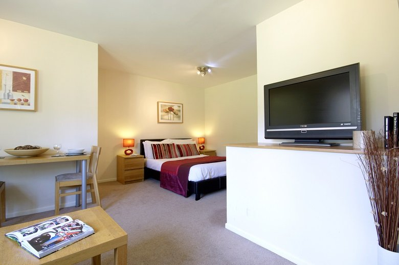 Bracknell-Serviced-Accommodation---Boxford-Ridge-|-Luxurious-Apartments-|-Free-Wifi-|-HD-TV-|-Parking-Available-Onsite-|-0208-6913920-|-Urban-Stay