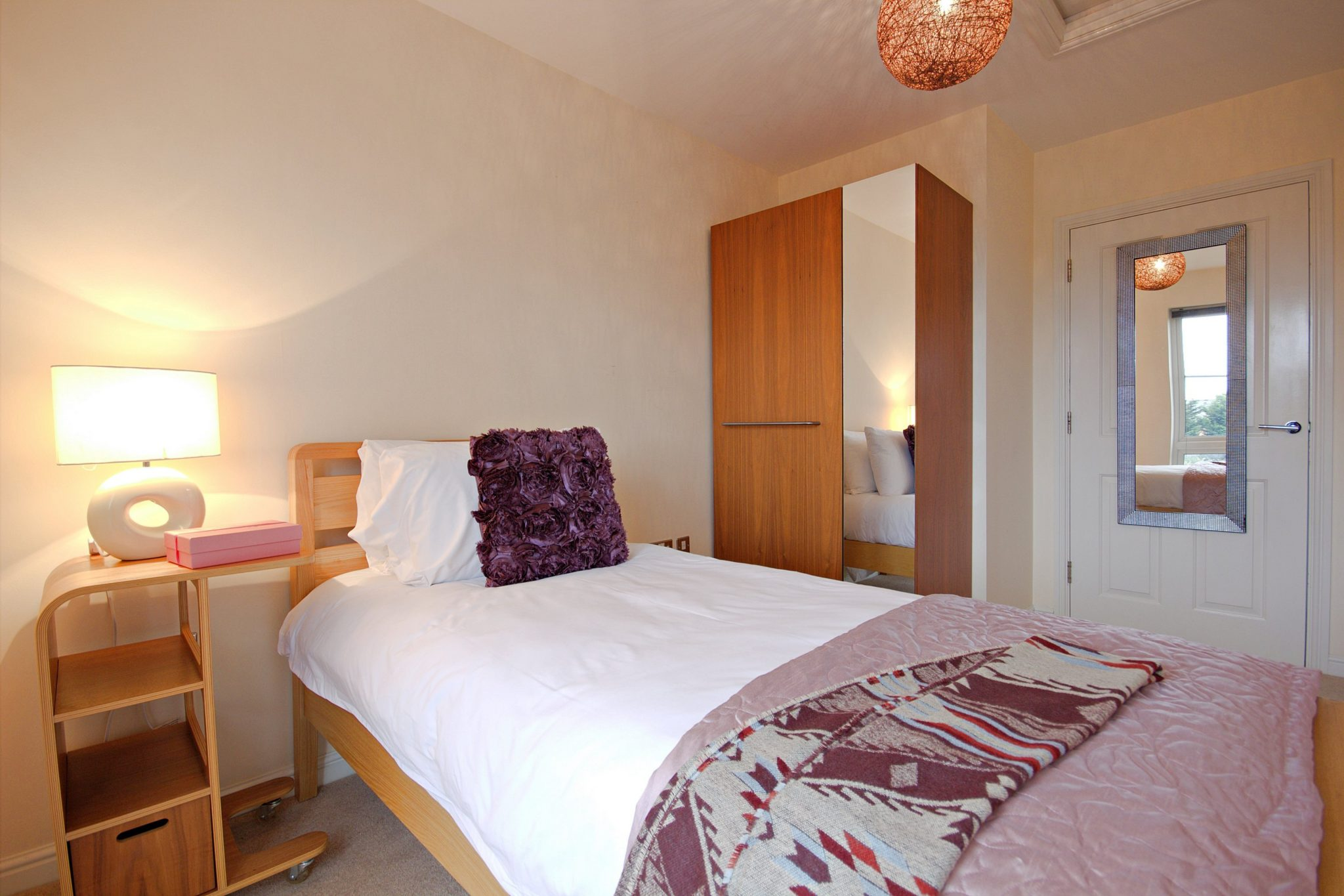 Windsor-Serviced-Apartments-Trevelyan-Court-Accommodation-Available-Now!-Book-cheap-accommodation-in-Berkshire-with-Fully-Equipped-Kitchen-&-Housekeeping