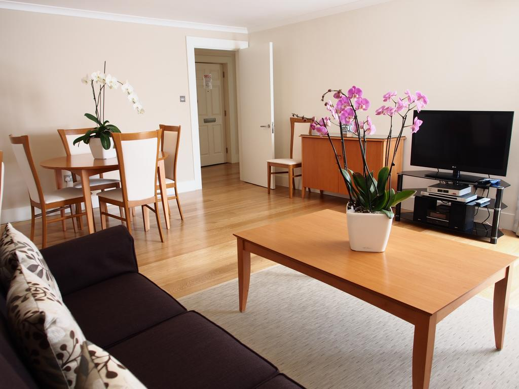 Kensington Serviced Apartments | Stylish Monarch House | Free Wi-Fi | 24 hr Air Con | Fully Equipped Kitchen | Lift | 0208 6913920| Urban Stay