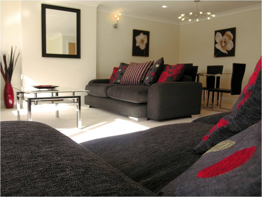 Modern-Newbury-Court-Apartments-located-in-Berkshire,-UK---Offer-on-our-Jago-Court-Accommodation-|-Free-Wifi,-Fully-Furnished-Kitchen-and-Parking!-Book-Now!