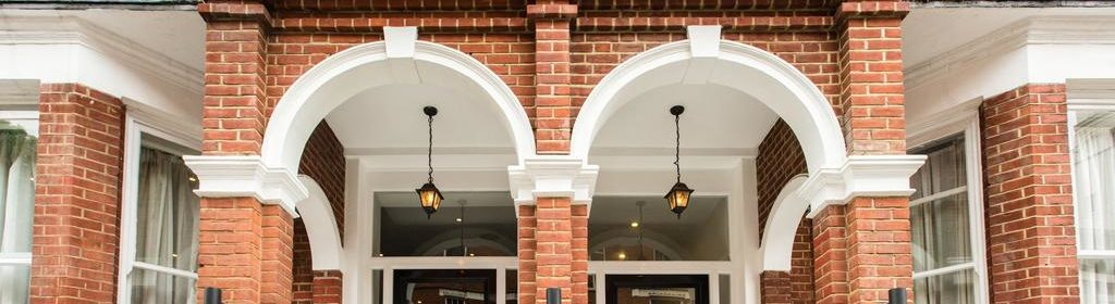 Kensington Short-Let Apartments, London-Presidential Suite Accom! Book Now! Offering Daily Housekeeping, Fully equipped Kitchen & Fully Equipped Kitchen