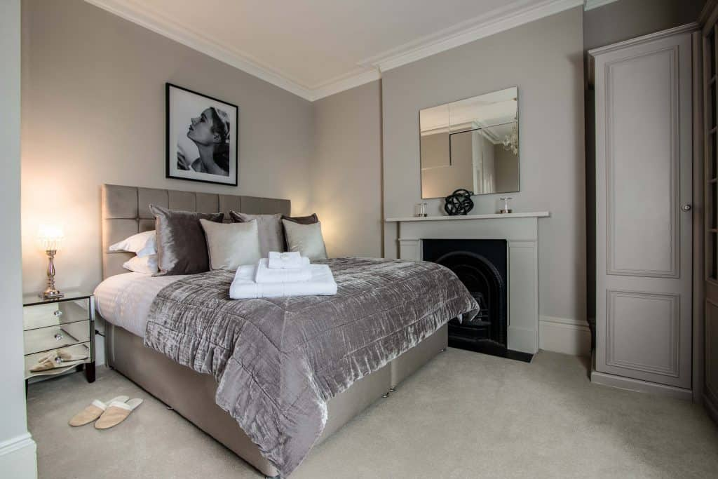 Short-Let Richmond Apartment, London - Number 9 Accommodation Available Now! Book Corporate Serviced Apartments in West London! Free Wifi & Private Balcony