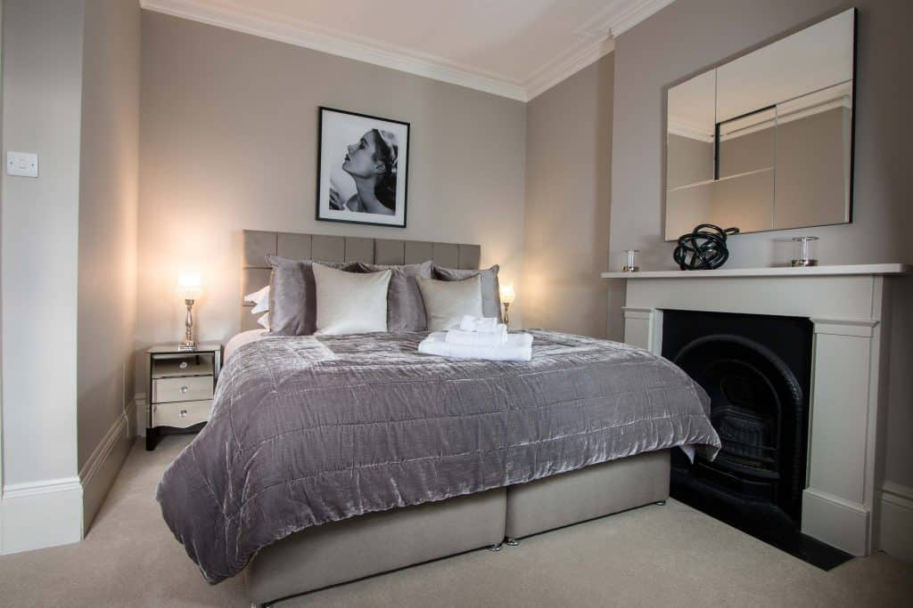 Short-Let-Richmond-Apartment,-London---Number-9-Accommodation-Available-Now!-Book-Corporate-Serviced-Apartments-in-West-London!-Free-Wifi-&-Private-Balcony