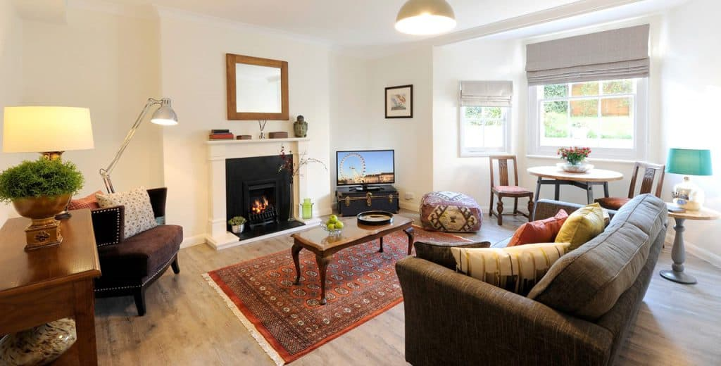 Twickenham Holiday Apartments- The Brooke Accommodation, London available now! Book Cheap & Luxurious Apartments with Free Wifi, Sky HD TV & a Front Garden