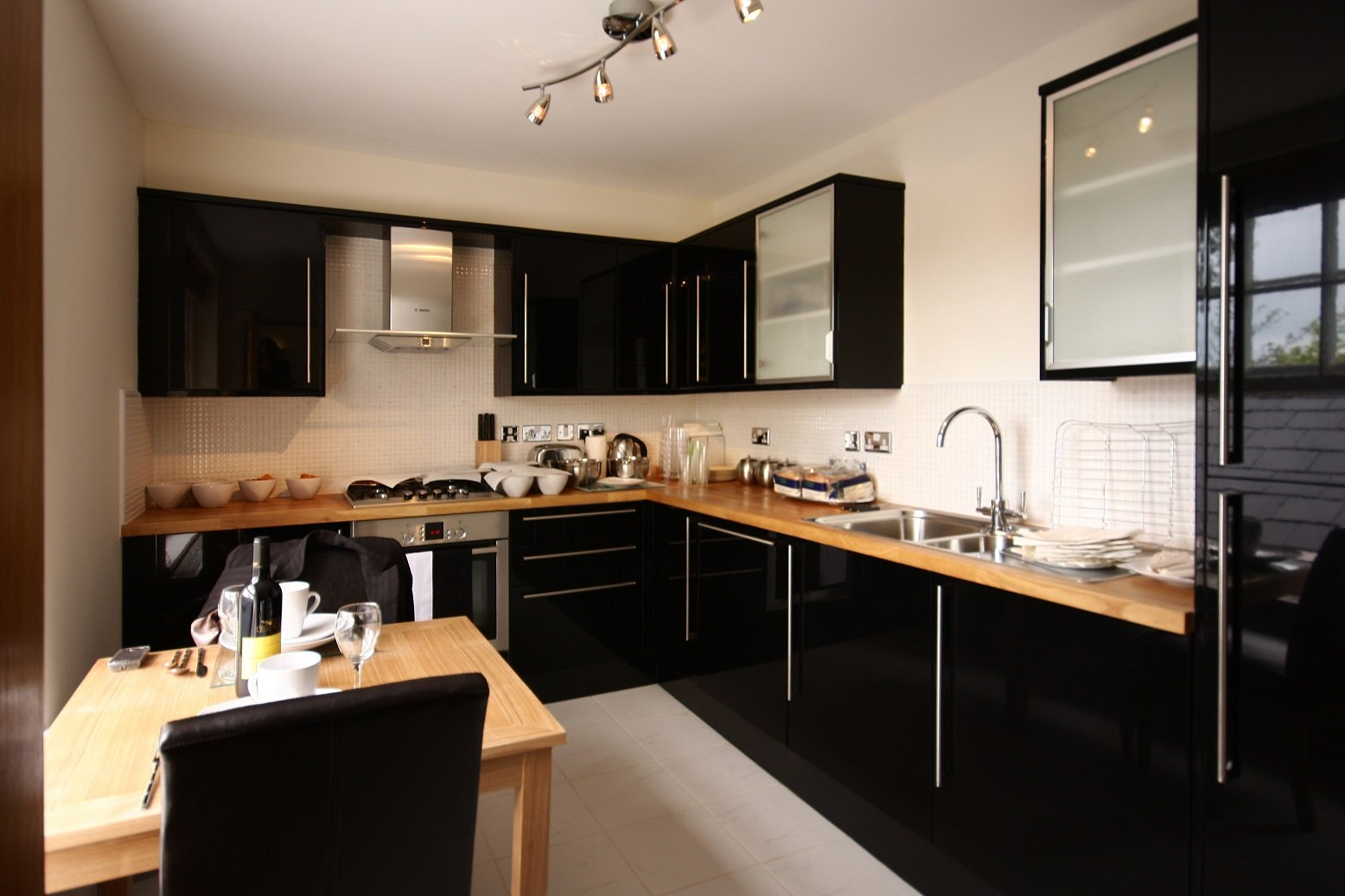 Wokingham-Serviced-Apartments,-Berkshire,-UK---Montague-House-available-now!-Book-Luxurious-Apartments-with-complimentary-housekeeping-&-On-site-Parking