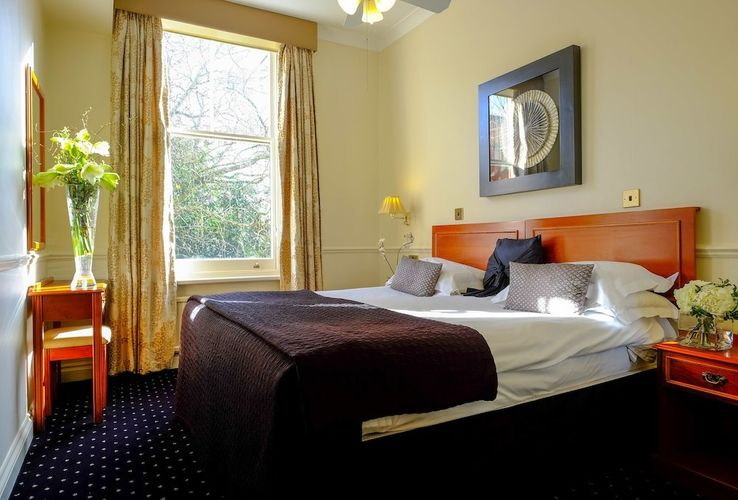 Serviced-Accommodation-South-Kensington,-London,-UK---The-Collingham-Serviced-Apartments-available-now!-Book-Cheap-Short-Let-Apartments-with-Free-Wifi