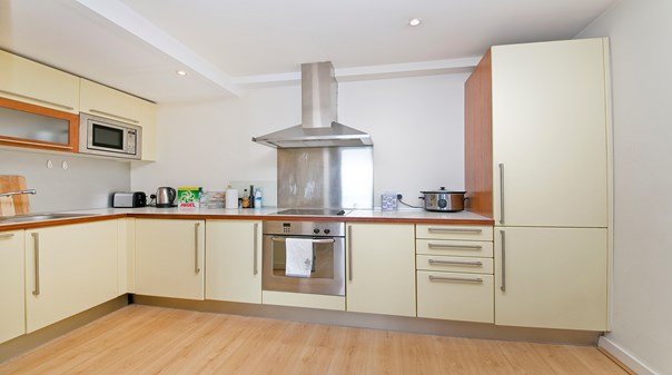 Serviced Apartments Islington at London Available now! Book Old Street Deluxe Apartments with Free Wi-Fi, Fully Equipped Kitchen & Private Balcony!
