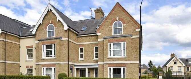 Corporate Accommodation Windsor available NOW! Minutes away from Windsor Castle, Weekly Housekeeping service and allocated off-street parking.