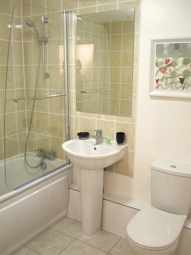 Corporate-Accommodation-Windsor-available-NOW!-Minutes-away-from-Windsor-Castle,-Weekly-Housekeeping-service-and-allocated-off-street-parking.