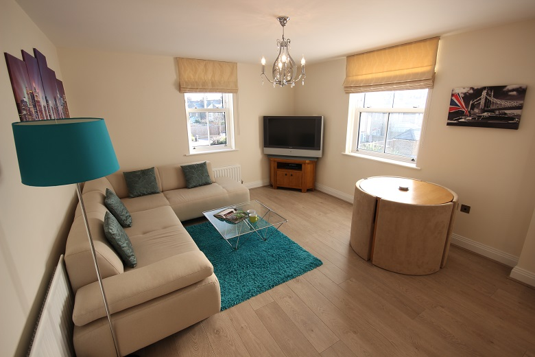 Serviced-Apartments-Windsor-close-to-the-Windsor-Castle-available-now!Book-Central-Berkshire-Accommodation-for-Long-&-Short-Lets!-Free-Sky-TV,Parking-&-Wifi