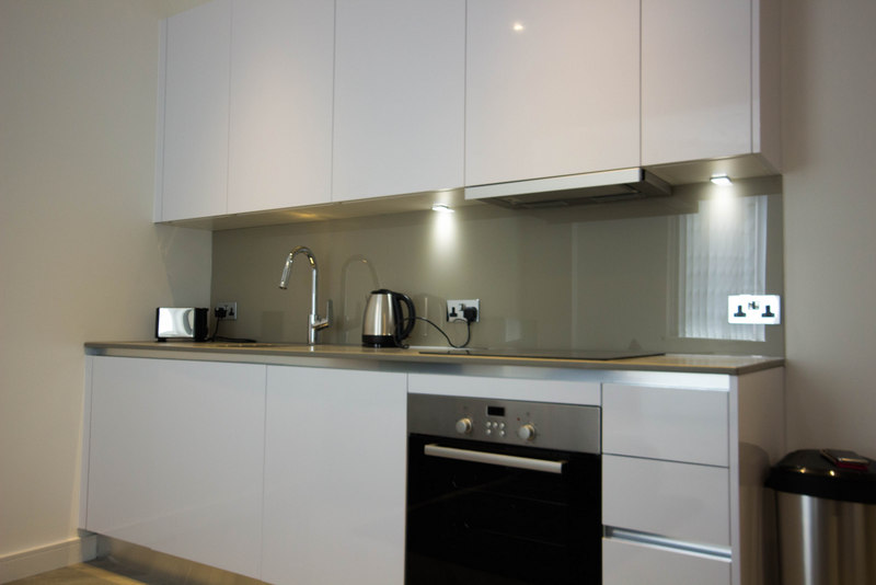 Short-Let-Apartments-Slough-available-NOW!-Book-modern-and-stylish-apartments-with-new-amenities,-full-Sky-package,-On-site-gym,-Concierge-and-more!