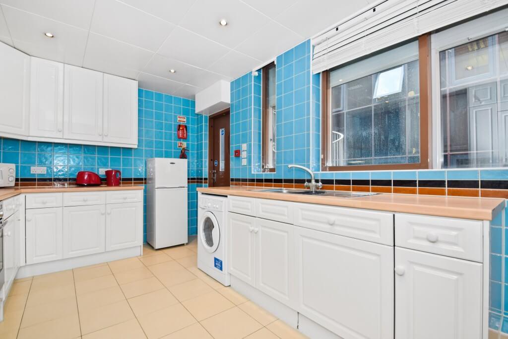 Modern-Spacious-Kitchen
