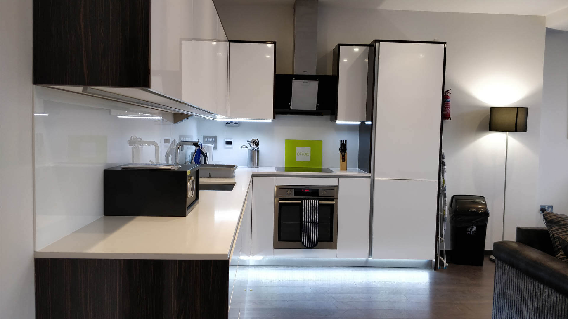 Book-Tower-Hill-Luxury-Apartments-located-in-Aldgate.Close-to-East-End's-Shoreditch-and-Bricklane!-Free-Wfii,-spacious-living-area-&-Weekly-housekeeping!