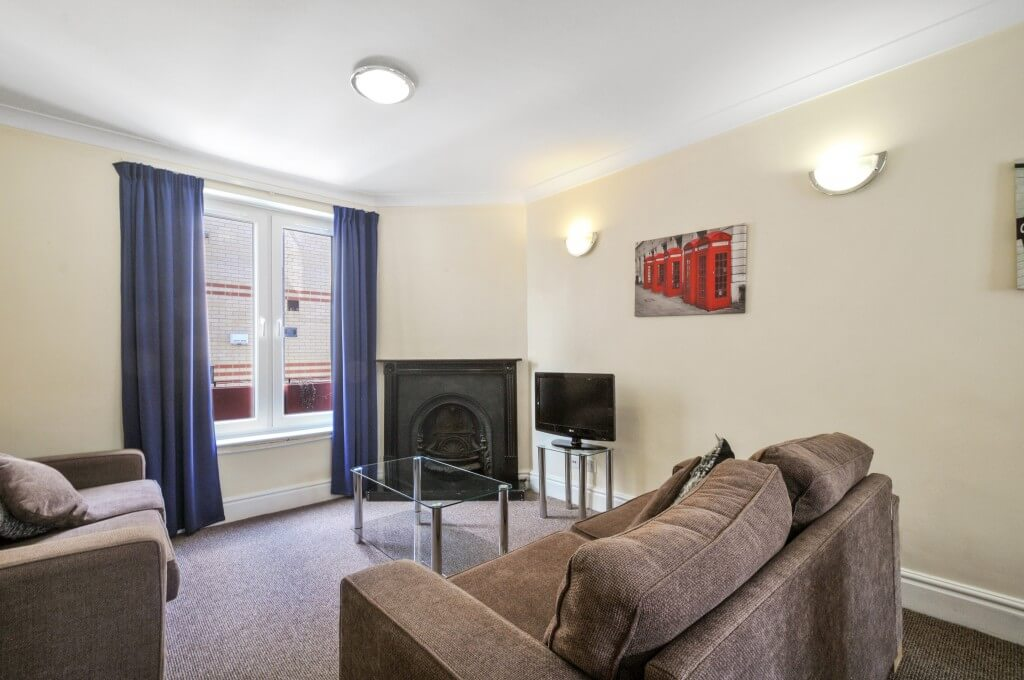 Book Short Let Apartments Maida Vale- Modern 4 bedroom Townhouse Apartments for up to 8 guests! Housekeeping, Wi-fi & a 5 minutes' walk to the station!