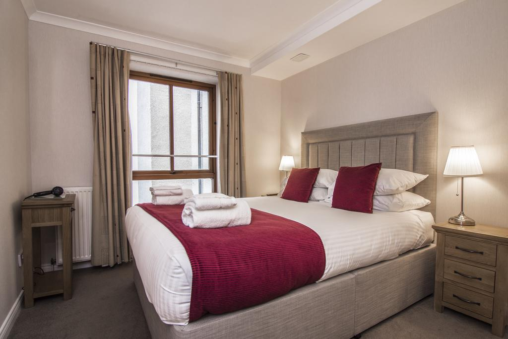 Edinburgh-Serviced-Apartments,-UK---The-Knight-Residence-|-Corporate-Accommodation-Edinburgh-|-All-Bills-incl---Lift---On-site-Parking---BOOK-NOW