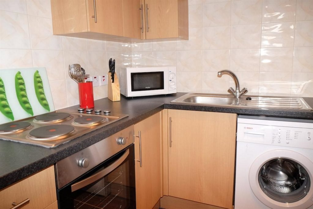Book-Furnished-Apartments-Shepherd's-Bush--a-short-distance-from-Westfield-Shopping-Centre.-spacious-living-quarters,-Wifi-&-Weekly-housekeeping!
