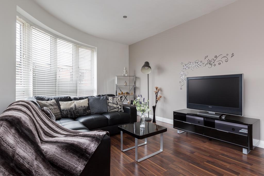 Accommodation-in-Birmingham-Arena-Birmingham-Apartment-Urban-Stay-2