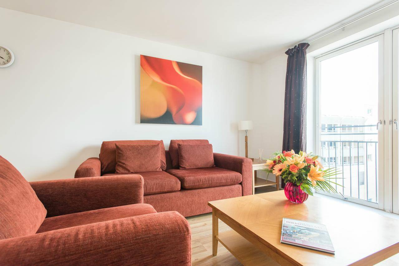 Birmingham-Aparthotel---Midland-Serviced-Apartments-UK---Cheap-Short-Let-Accommodation-in-Birmingham-with-24h-Reception,-Wifi,-Lift-Access,-Parking-|-Urban-Stay