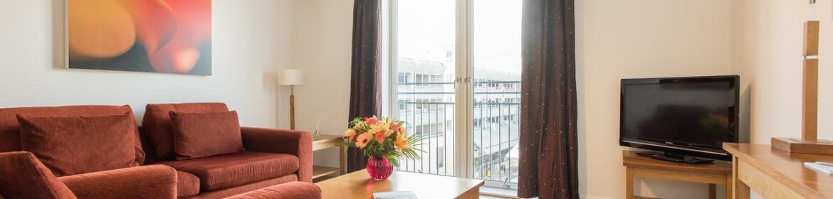 Birmingham Aparthotel - Midlands Serviced Apartments UK - Cheap Short Let Accommodation in Birmingham with 24h Reception, Wifi, Lift Access, Parking | Urban Stay