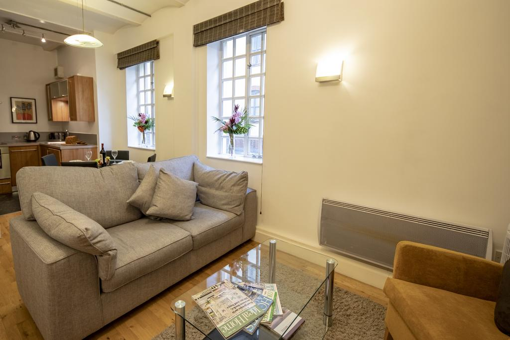 Bristol-Apartment-Self-catering-accommodation-in-Bristol---Urban-stay-1