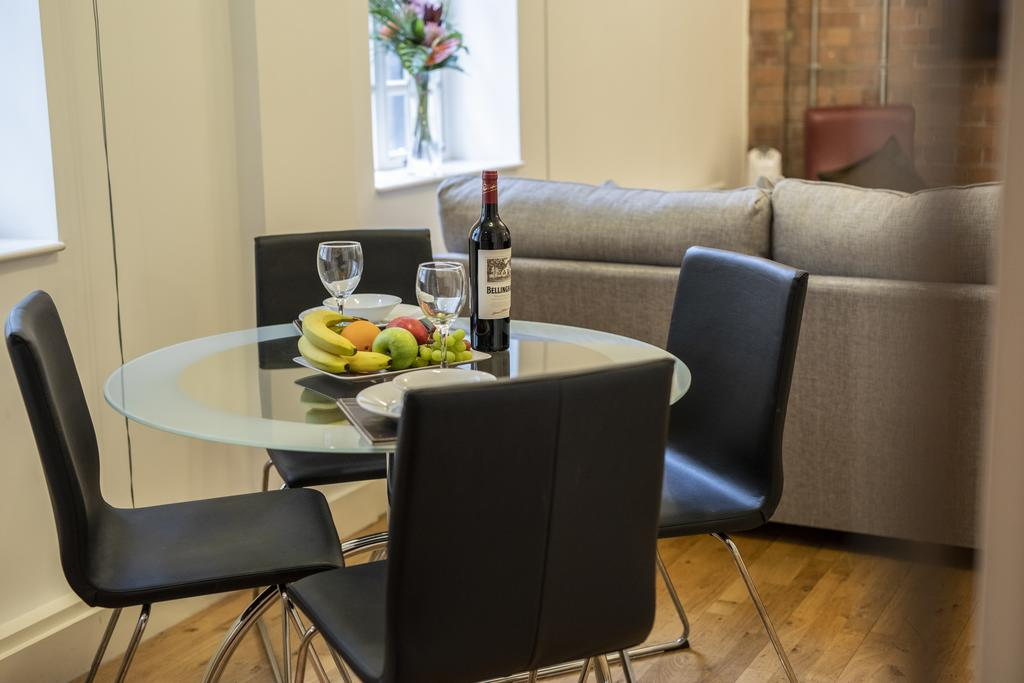 Bristol-Apartment-Self-catering-accommodation-in-Bristol---Urban-stay-2