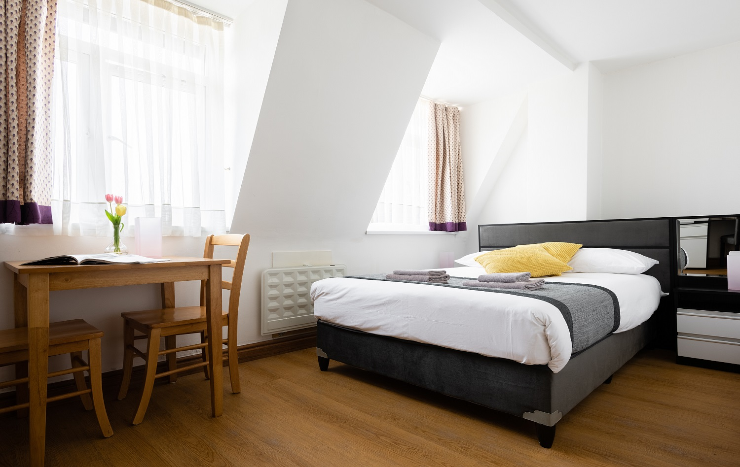 Central-Hoxton-Shoreditch-Aparthotel-East-London---Cool-Serviced-Apartments-London-All-Bills-Incl,-Wifi,-24h-Reception,-Aircon,-Gym,-Parking,-Lift-Access,-Breakfast---Urban-Stay-2
