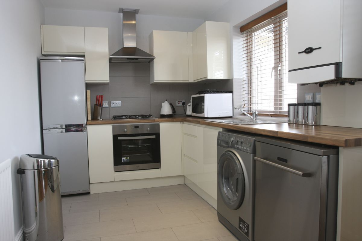 Hemel-Hempstead-Serviced-Accommodation-|-Comfortable-Short-Let-Apartments-|-Free-Wifi-|-Fully-Equipped-Kitchen-|-Flat-Screen-TV-|-0208-6913920-|-Urban-Stay