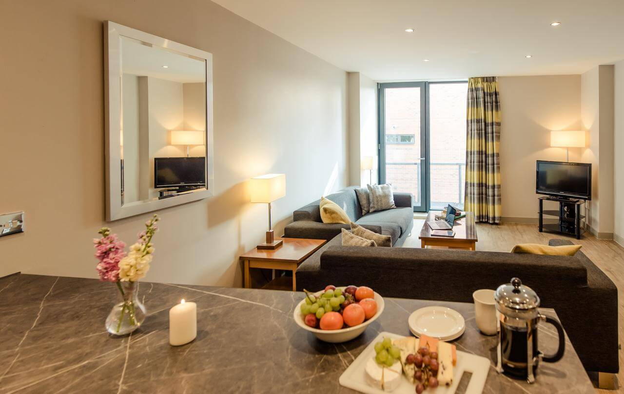 Manchester-Aparthotel---The-Icon-Serviced-Apartments-North-Quarter-Manchester---Cheap-Short-Let-Accommodation-in-Manchester-with-24h-Reception,-Wifi,-Lift-Access,-Parking-|-Urban-Stay