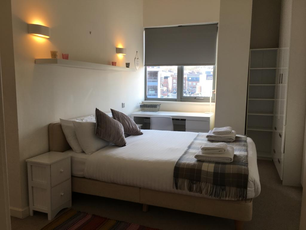 Book-the-Newcastle-Serviced-Apartments-near-Utilita-Arena-and-St-James'-Park.-This-property-offers-access-to-a-balcony,-Free-Parking-and-Free-WiFi.