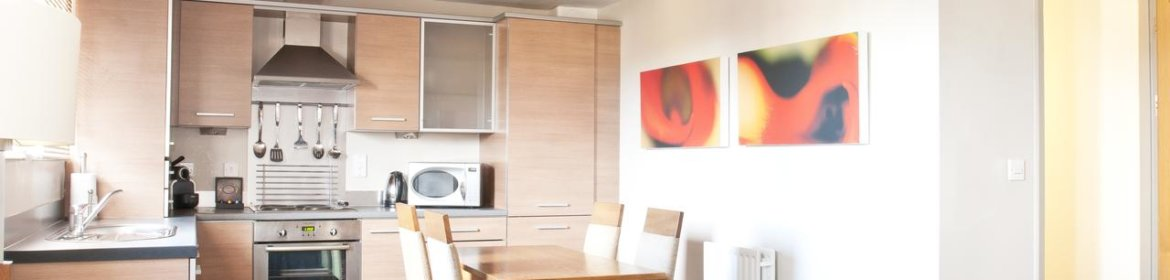 Newcastle Aparthotel - Berkshire Serviced Apartments UK - Cheap Short Let Accommodation in Newcastle with 24h Reception, Wifi, Lift Access, Parking | Urban Stay