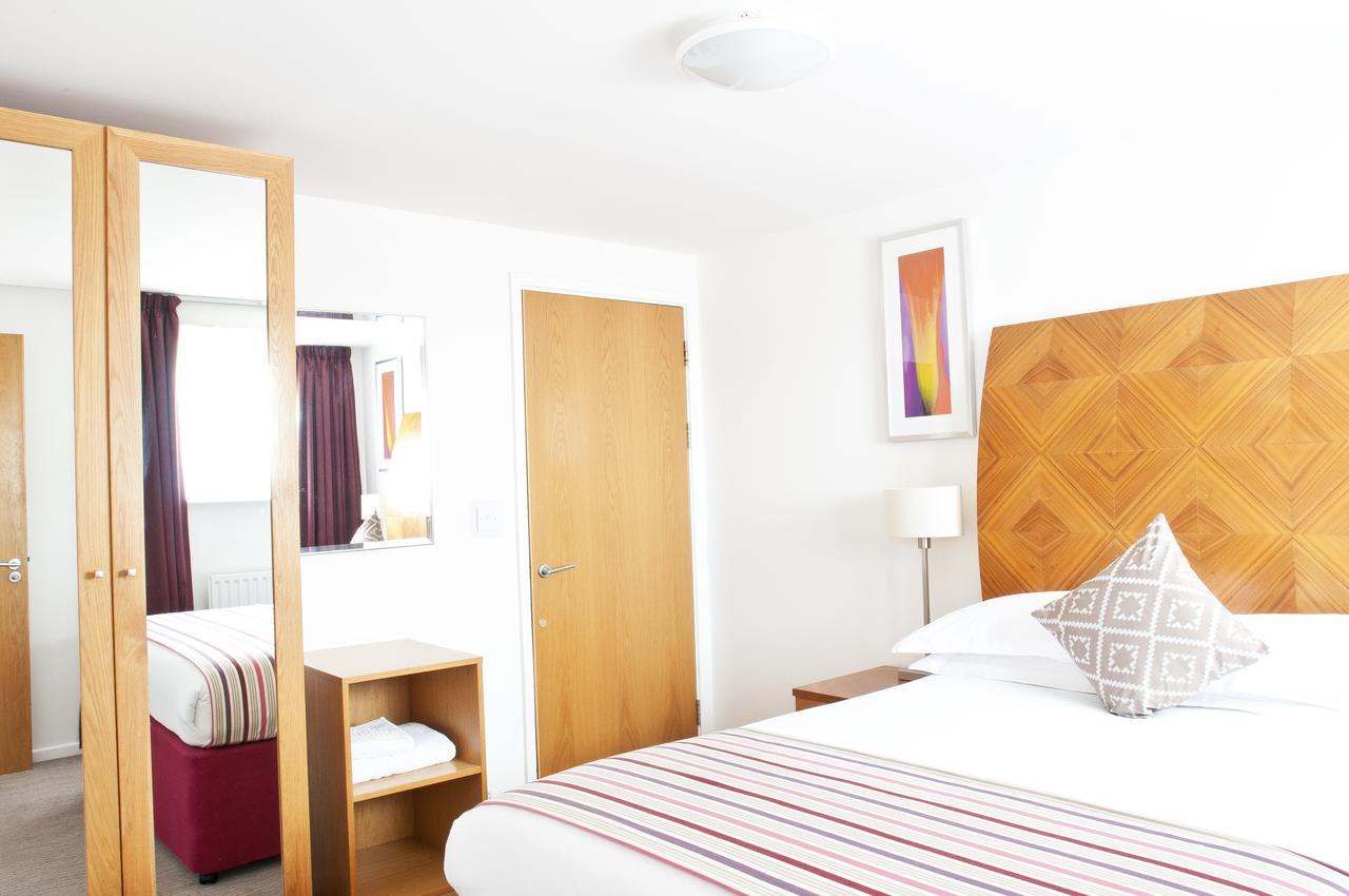 Newcastle-Aparthotel---Berkshire-Serviced-Apartments-UK---Cheap-Short-Let-Accommodation-in-Newcastle-with-24h-Reception,-Wifi,-Lift-Access,-Parking-|-Urban-Stay