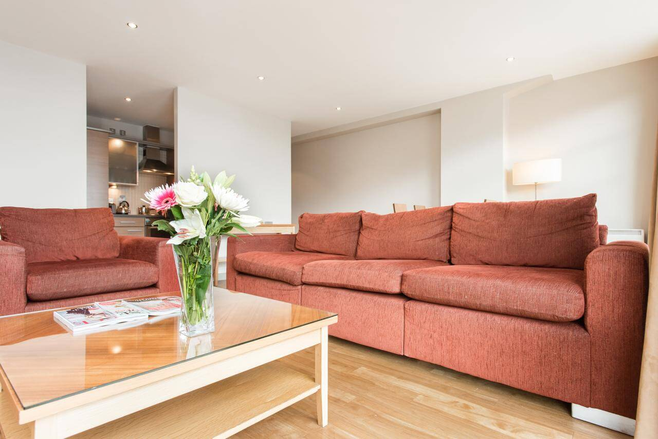 Nottingham-Aparthotel---Midland-Serviced-Apartments-UK---Cheap-Short-Let-Accommodation-in-Nottingham-with-24h-Reception,-Wifi,-Lift-Access,-Parking- -Urban-Stay