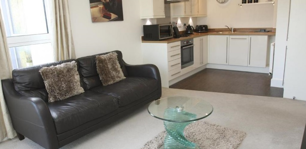 St-Albans-Serviced-Apartments,-UK---Milan-House Pet-Friendly-Short-Lets-I-Balcony-I-Fully-Equipped-Kitchen-&-Parking-I-Enquire-Now-for-the-Best-Rates