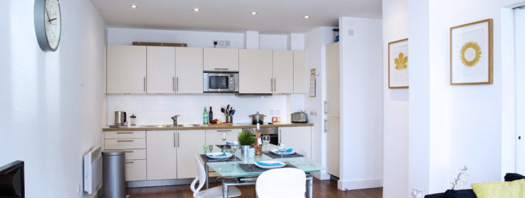 Crouch End Serviced Accommodation Available Now I Book Cheap Corporate Luxury Apartments in North London I Parking, Balcony & Free WiFi I Urban Stay