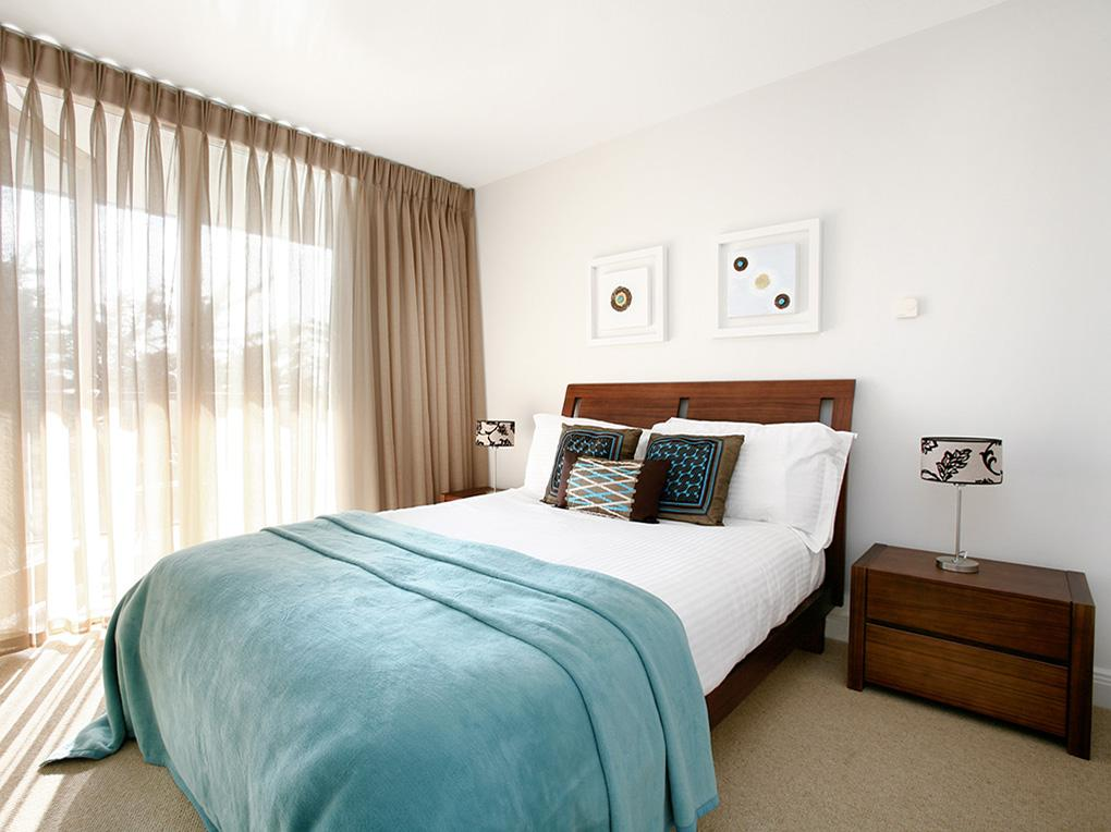 Self-Catering-Accommodation-Dublin---Spencer-Dock-Serviced-Apartments I-Weekly-Maid-Service-Available-I-TV,-CD-&-Stereo-I-Lift-+-Free-WiFi-I-Free-Parking