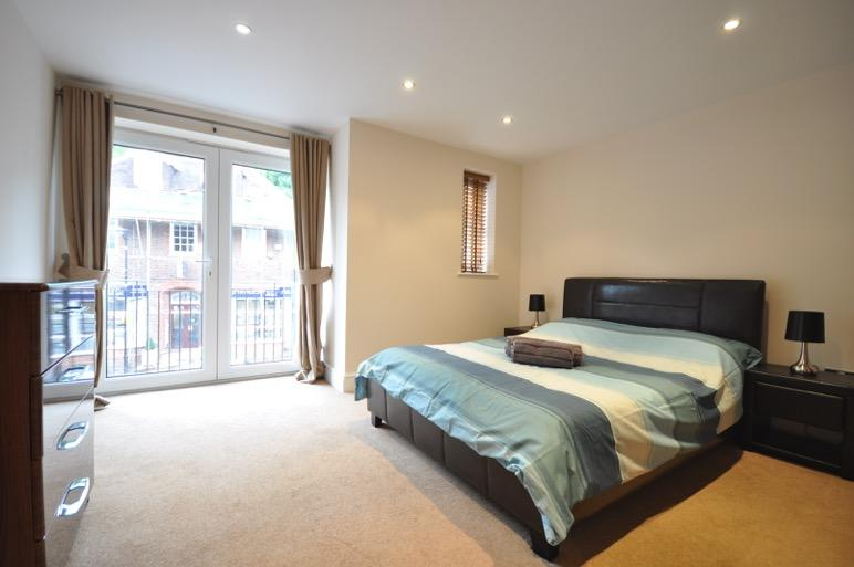 Serviced-Apartments-Chorleywood-Available-now!-Book-Pet-Friendly-Corporate-Serviced-Accommodation-in-Hertfordshire-Now-near-Watford-I-Free-Parking-Available