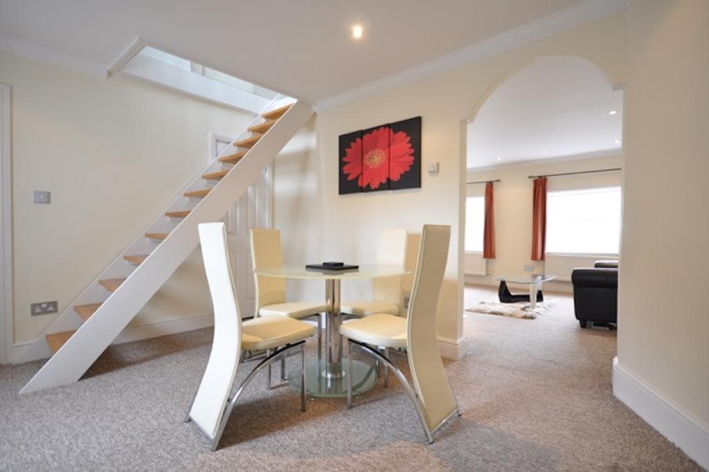 Short-Let-Apartments-Windsor,-UK---Guards-View---Book-Pet-Friendly-Luxury-Serviced-Apartments-near-Windsor-Castle-with-Parking-&-Free-WiFi-I-Urban-Stay