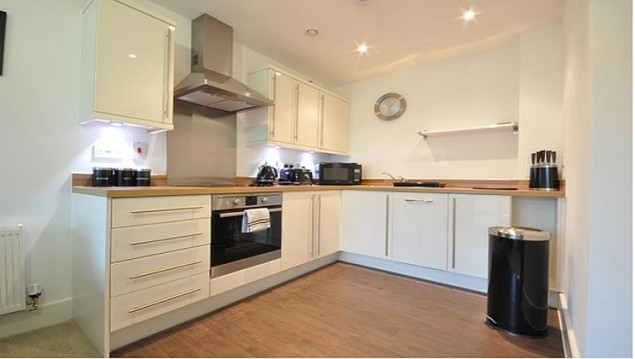 St-Albans-Serviced-Accommodation---Charrington-Place-Apartments-I-Book-your-Corporate-Apartment-Now!-I-Free-WiFi,-Fully-Equipped-Kitchen-+-Parking