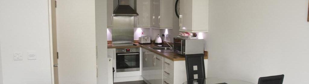 St Albans Serviced Accommodation - Charrington Place Apartments I Book your Corporate Apartment Now! I Free WiFi, Fully-Equipped Kitchen + Parking
